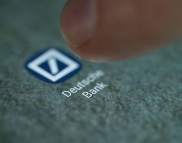 Για 10.000 απολύσεις ετοιμάζεται η Deutsche Bank | tanea.gr