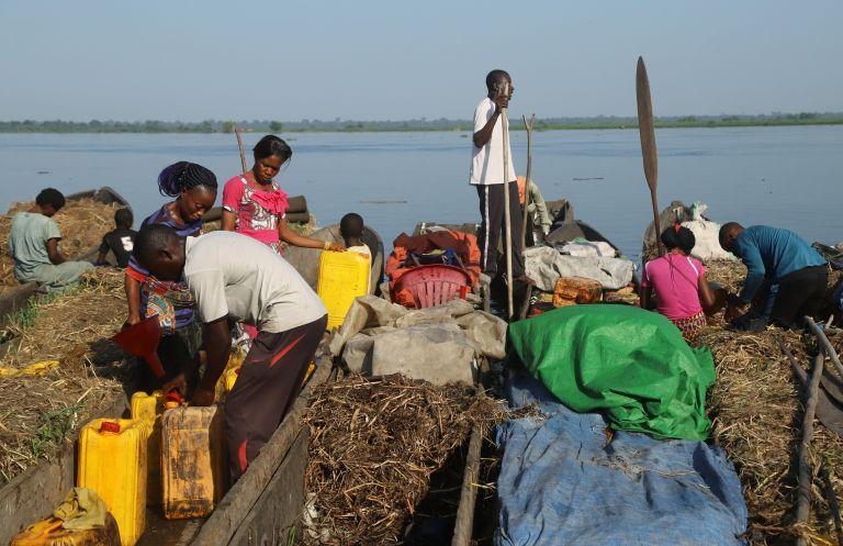 Κονγκό: Σε κίνδυνο όσοι έρχονται σε επαφή με ασθενείς με Εμπολα   tanea.gr