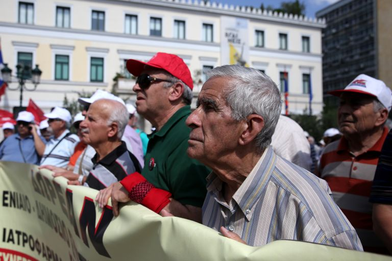 Στους δρόμους οι συνταξιούχοι για το «θανατηφόρο» σύστημα Υγείας | tanea.gr