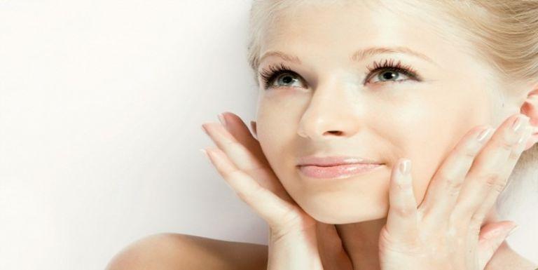 Μασάζ προσώπου: Χαρίζει νεανικό και λαμπερό δέρμα – Μειώνει το στρες | tanea.gr