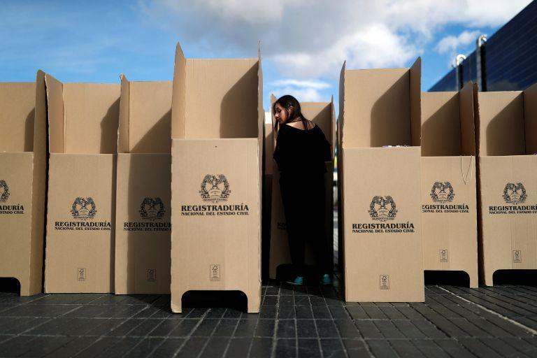 Κολομβία: Aναμέτρηση μεταξύ δεξιάς και αριστεράς στις προεδρικές εκλογές | tanea.gr