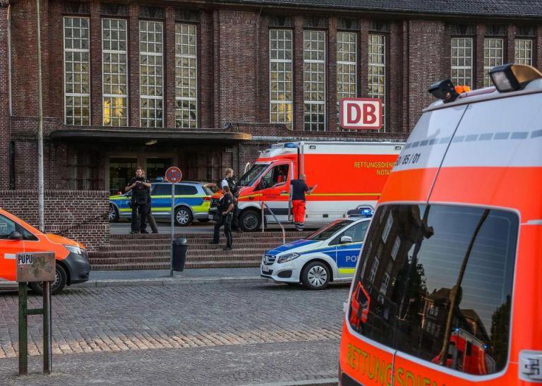 Επίθεση με μαχαίρι στη Γερμανία – Ενας νεκρός, δύο τραυματίες   tanea.gr