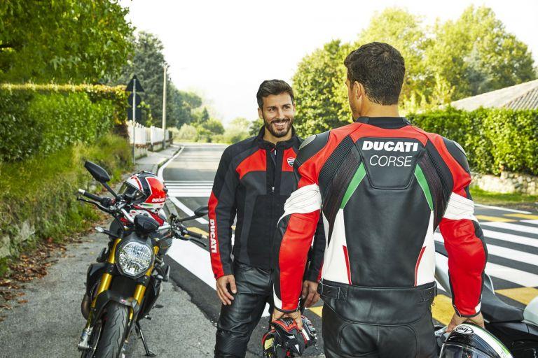 Bazaar της Ducati σε apparel αναβάτη και αξεσουάρ   tanea.gr