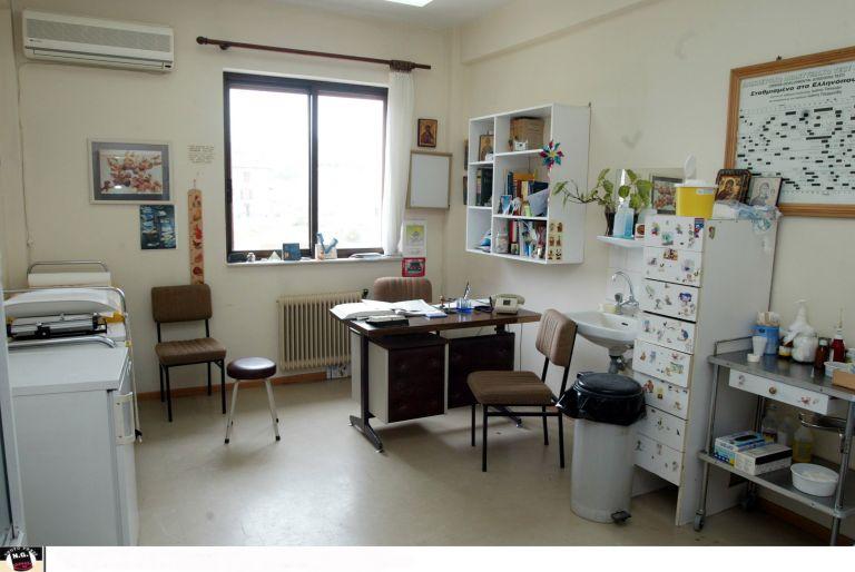 Γιατρός έδειρε γιατρό μέσα στο Κέντρο Υγείας | tanea.gr