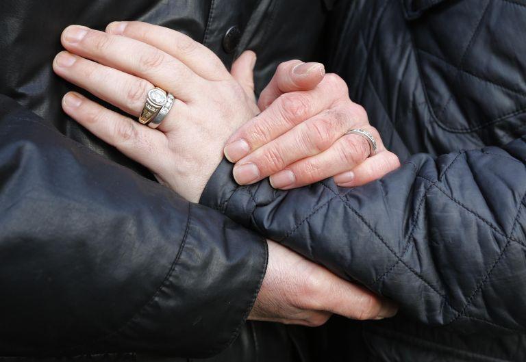 Ο όρος «σύζυγος» περιλαμβάνει και τους συζύγους ίδιου φύλου | tanea.gr