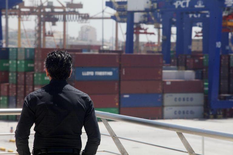 Με προβλήματα η διακίνηση εμπορευμάτων στον Πειραιά | tanea.gr