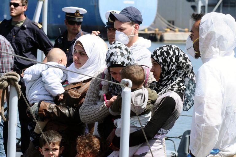 Το Παλέρμο αψηφά τον Σαλβίνι προσφέροντας λιμάνι σε 629 μετανάστες   tanea.gr