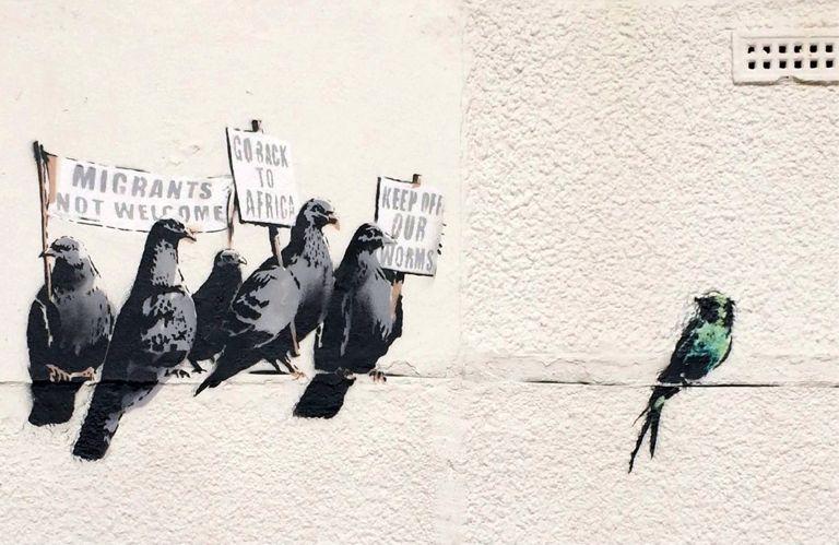 Ο Banksy αιφνιδιάζει το Παρίσι   tanea.gr
