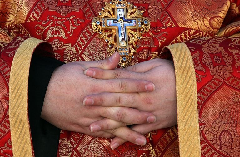 Συνελήφθη ιερέας που έκρυβε κοκαΐνη στο ράσο του | tanea.gr