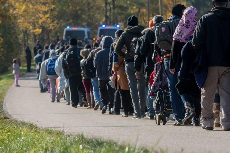 DW: Η Αλβανία ενδέχεται να γίνει τόπος μαζικής καταγραφής προσφύγων | tanea.gr