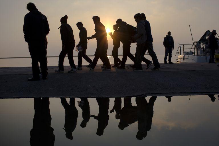 Πρόσφυγας προσπάθησε να φύγει από τη Λέσβο κρυμμένος σε βαλίτσα | tanea.gr