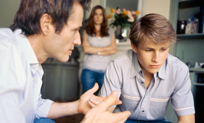 Πως θα διατηρήσετε την εμπιστοσύνη του έφηβου γιου σας   tanea.gr