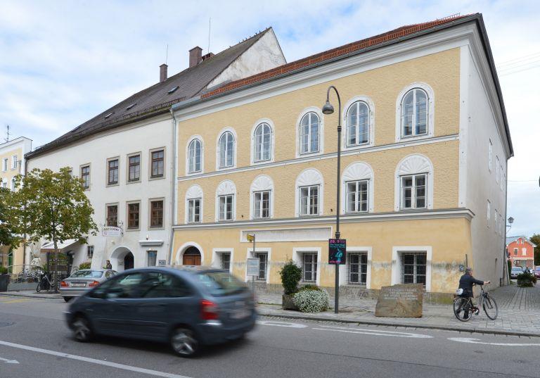 Πόσο κοστίζει το σπίτι που γεννήθηκε ο Χίτλερ στην Αυστρία; | tanea.gr