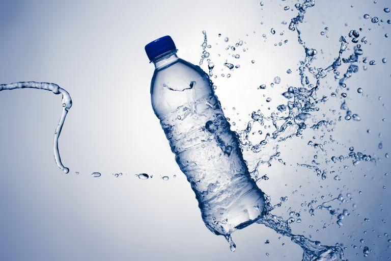 Σέρρες: Κατάσχεση 11 τόνων ακατάλληλου εμφιαλωμένου νερού   tanea.gr