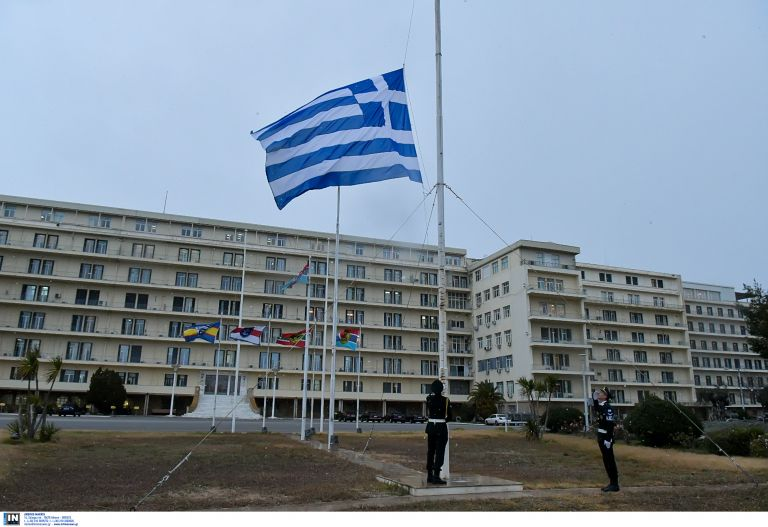 Λοκατζής άνοιξε πυρ μέσα σε στρατόπεδο στα Χανιά | tanea.gr