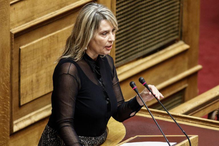 Η Παπακώστα θα απέχει από την ψηφοφορία για την πρόταση μομφής | tanea.gr