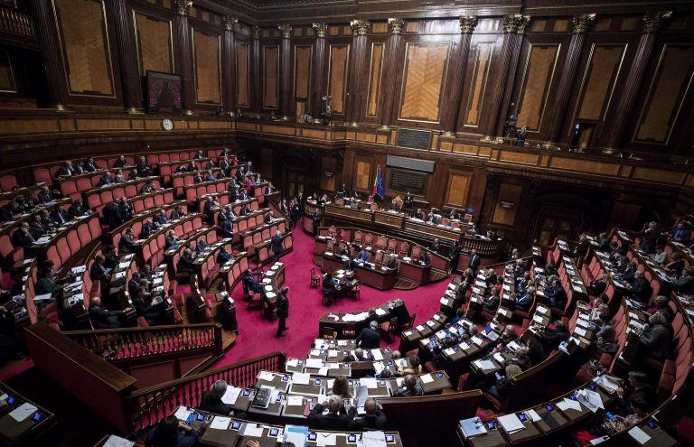 Ιταλία: Δύο ευρωσκεπτικιστές επικεφλής επιτροπών οικονομικών της βουλής | tanea.gr