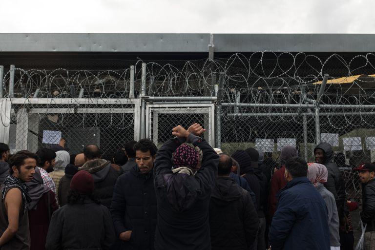 Αόριστες υποσχέσεις της Επιτρόπου για τους Μετανάστες στη Λέσβο | tanea.gr