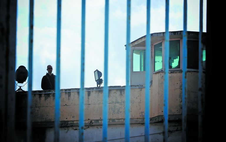 Καταδίκη 19χρονου Αυστριακού σε διετή φυλάκιση για ναζιστικά τατουάζ   tanea.gr