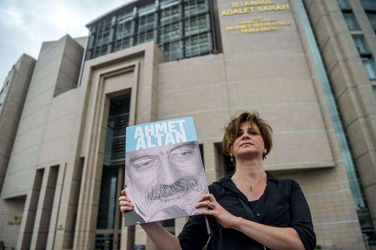 Τουρκία: Αποφυλακίζεται ο δημοσιογράφος Μεχμέτ Αλτάν | tanea.gr