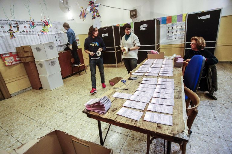 Κάλπες δημοτικών εκλογών στην Ιταλία   tanea.gr