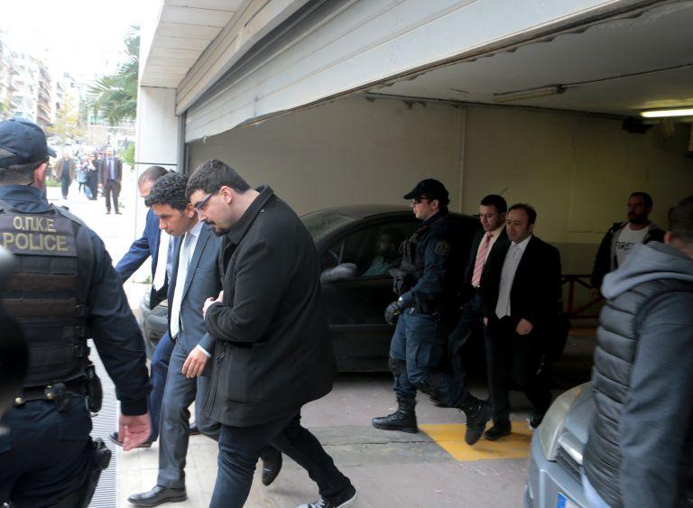 Η Τουρκία απειλεί «να πακετάρει» τους οκτώ στρατιωτικούς | tanea.gr