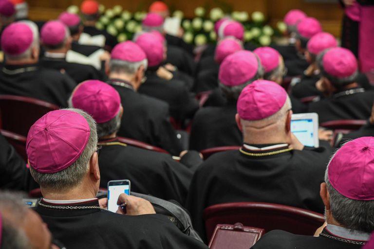 Νέο σκάνδαλο στο Βατικανό – Δίωξη ιερέα για κατοχή παιδικής πορνογραφίας   tanea.gr