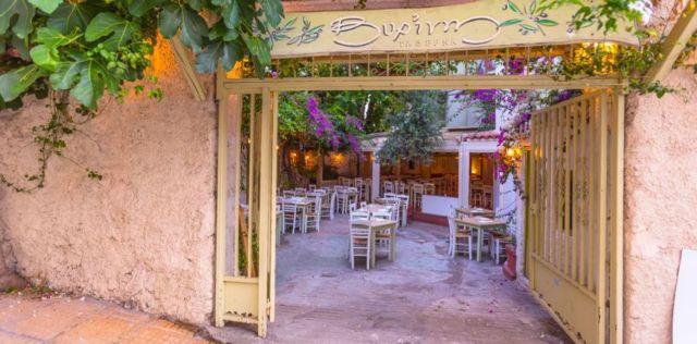 Σπιτικά μαγειρευτά σε μια αυλή του Παγκρατίου | tanea.gr
