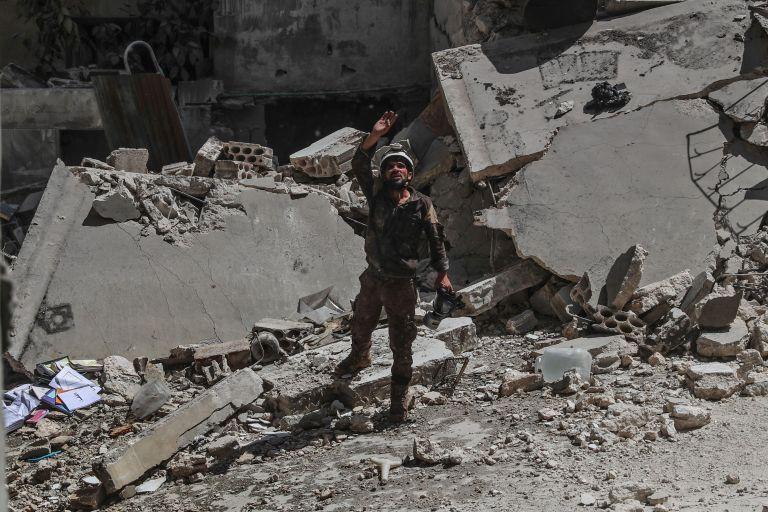 Νέες αεροπορικές επιθέσεις στην Συρία – Στους 38 οι νεκροί   tanea.gr