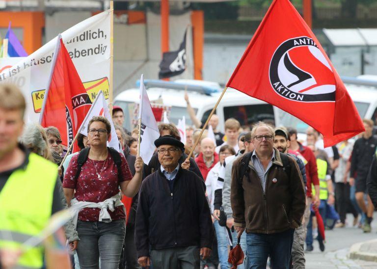 Διαδήλωση εναντίον της Χρυσής Αυγής στο Στρασβούργο   tanea.gr