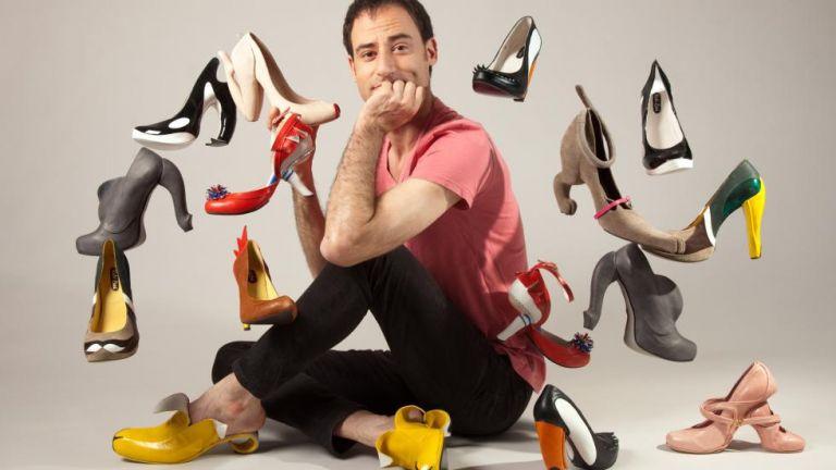 Κόμπι Λεβί: Ο γνωστός σχεδιαστής παπουτσιών ήρθε στην Ελλάδα και εμπνεύστηκε από το τσαρούχι | tanea.gr
