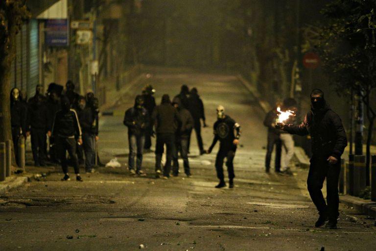 Ακήρυχτος πόλεμος με τους κουκουλοφόρους – Γιατί ο Τόσκας τους συνδέει με κυκλώματα ναρκωτικών | tanea.gr
