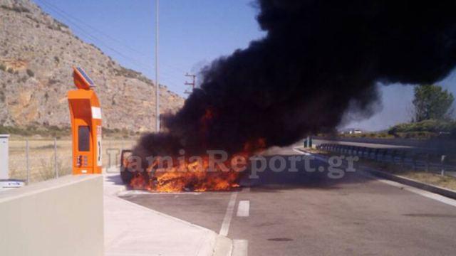 Αυτοκίνητο κάηκε ολοσχερώς στην εθνική οδό – Σώθηκε η οικογένεια   tanea.gr