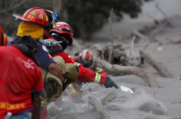 Στους 69 οι νεκροί από την έκρηξη ηφαιστείου στην Γουατεμάλα | tanea.gr