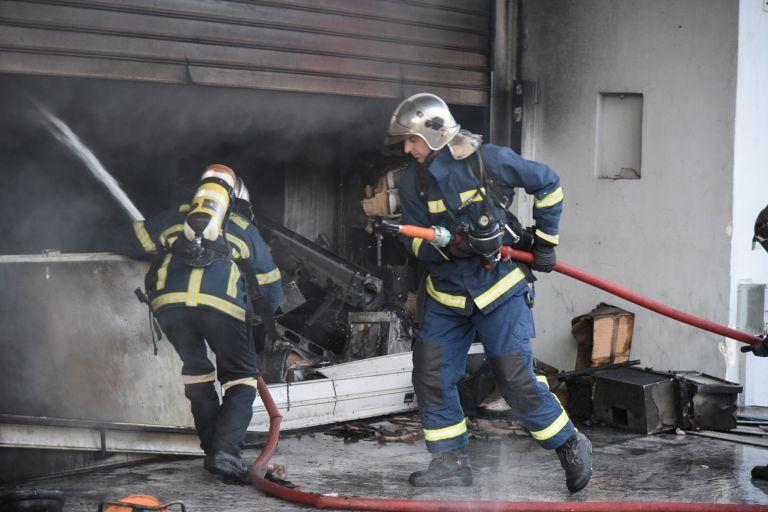 Πυρκαγιά σε βιομηχανικό κτήριο στα Οινόφυτα | tanea.gr