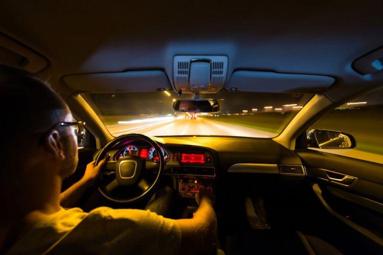 Πόσο μειώνεται η ορατότητα του οδηγού όταν οδηγεί με βρώμικα φώτα | tanea.gr