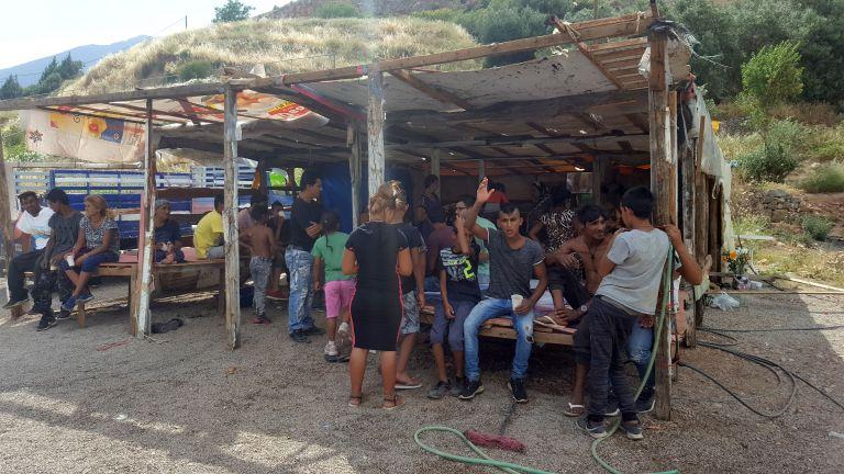 Ρομά απειλούν να κάψουν την Αμφισσα | tanea.gr