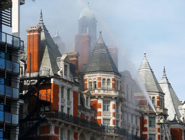 Συναγερμός στο Λονδίνο: Πυρκαγιά σε ξενοδοχείο στο Χάιντ Πάρκ (βίντεο)   tanea.gr