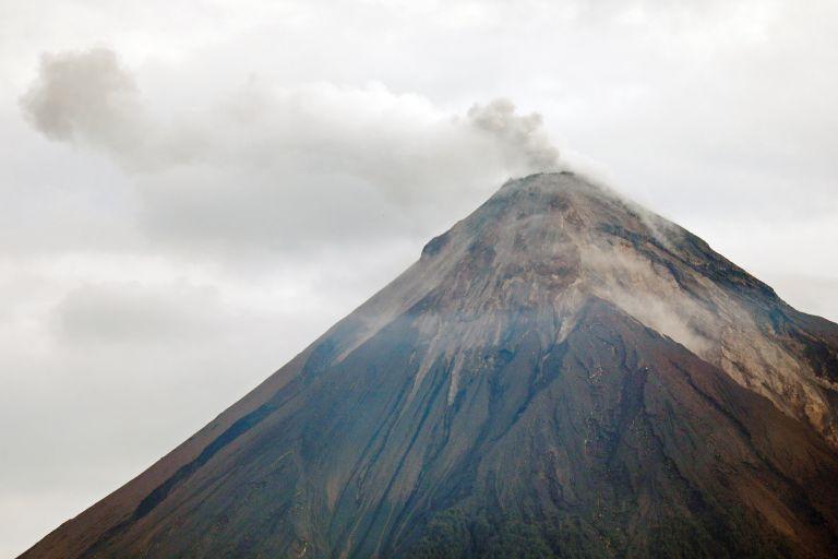 Γουατεμάλα: Διεκόπησαν οι έρευνες για επιζώντες γύρω από το ηφαίστειο Φουέγκο | tanea.gr