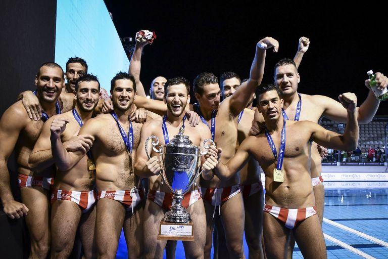 Τα πανηγύρια των «ερυθρόλευκων» πρωταθλητών | tanea.gr
