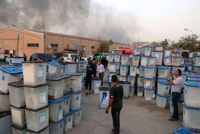 Ιράκ: Αστυνομικούς συνέλαβαν για τον εμπρησμό | tanea.gr