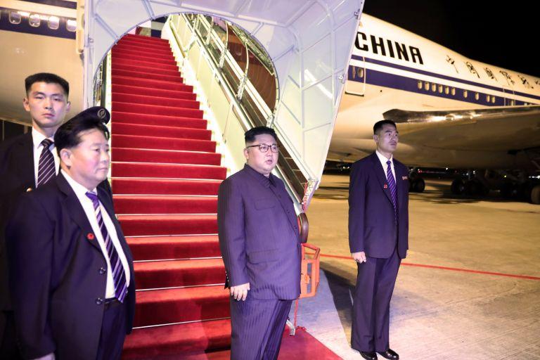 Ο Κιμ Γιονγκ Ουν ταξιδεύει παντού με την… τουαλέτα του   tanea.gr