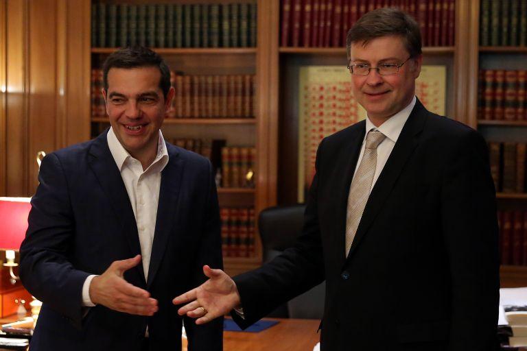Ντομπρόβσκις: Σχέδια για μέτρα ελάφρυνσης του ελληνικού χρέους | tanea.gr