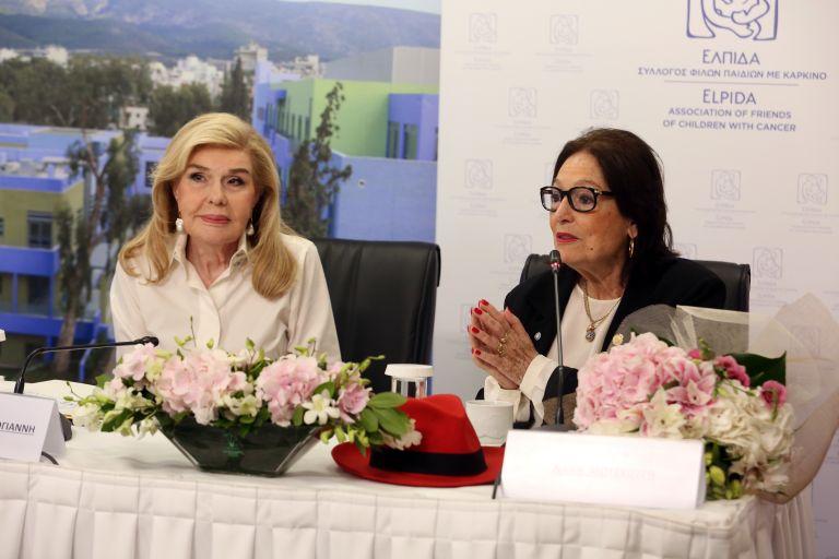 Η Νάνα Μούσχουρη ενισχύει τους σκοπούς του Συλλόγου «ΕΛΠΙΔΑ» | tanea.gr