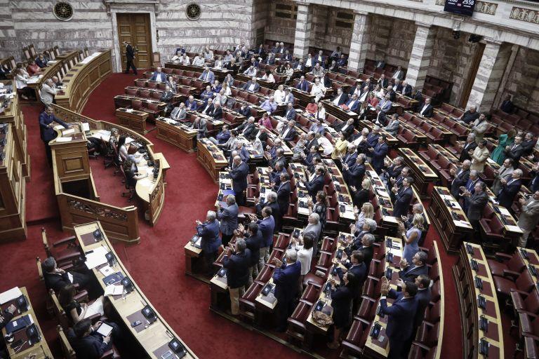 Στις 6 το απόγευμα ξεκινά η συζήτηση της πρόταση δυσπιστίας | tanea.gr