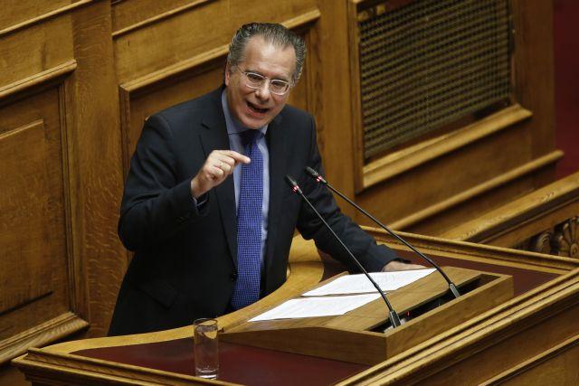 Κουμουτσάκος: Μυρίζει η πτώση της κυβέρνησής σας | tanea.gr