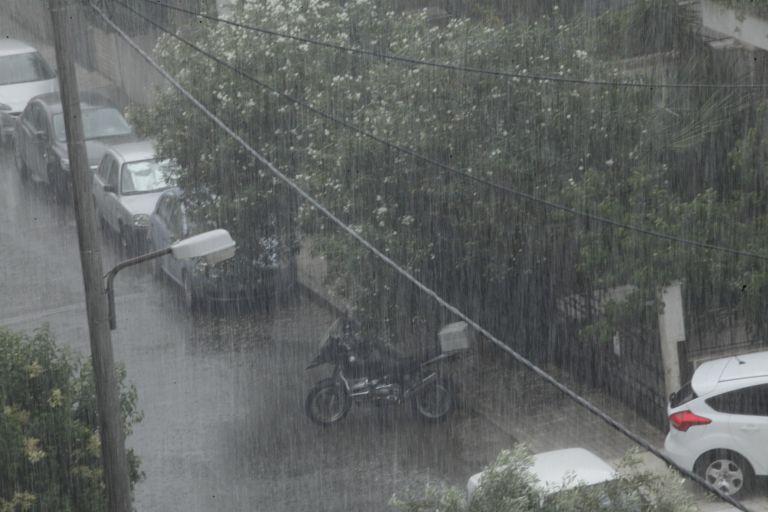 Καταιγίδες και έντονα φαινόμενα στην Αττική – Πλημμύρισαν δρόμοι | tanea.gr