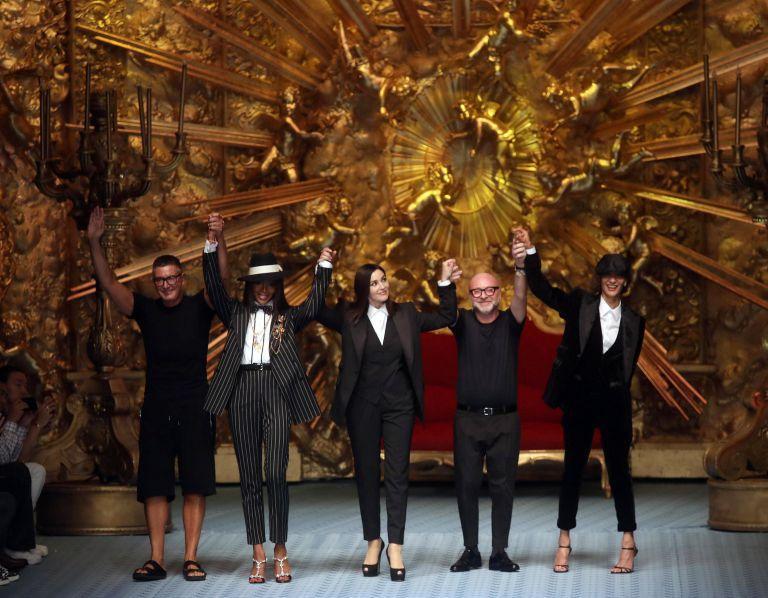 Μπελούτσι και Ναόμι Κάμπελ στην επίδειξη του οίκου Dolce&Gabbana   tanea.gr