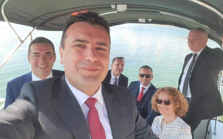 Η selfie που ανέβασε ο Ζόραν Ζάεφ από στις Πρέσπες   tanea.gr