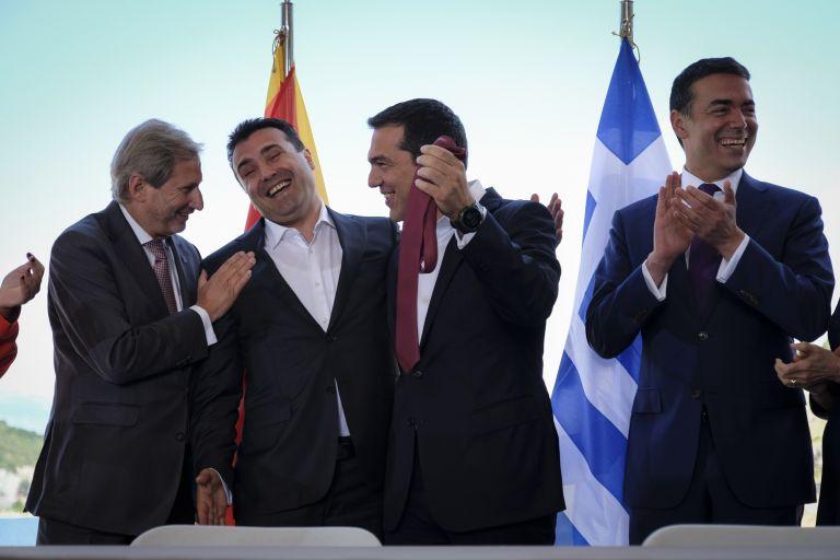 Βόρεια Μακεδονία: Πώς η γραβάτα κινδυνεύει να γίνει… θηλιά για Τσίπρα – Ζάεφ | tanea.gr